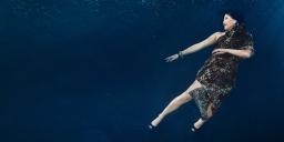 Nouvelles façons de créer des poses de mode dans l'eau / New ways to create fashion poses underwater