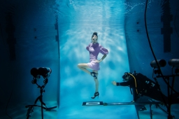 Session de photos de mode dans l'eau / Underwater fashion photo shoot
