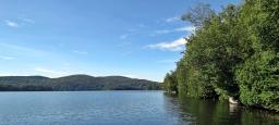 Plateau flottant sur un lac / Floating set on a lake